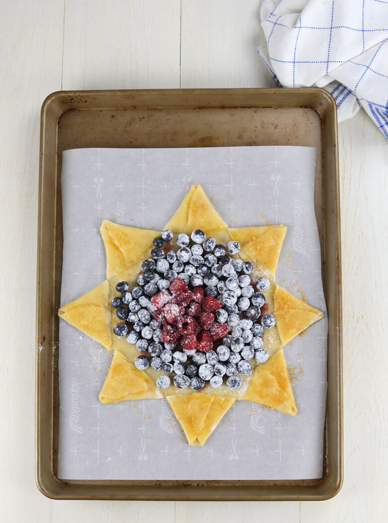 Blueberry Raspberry Star Pie2