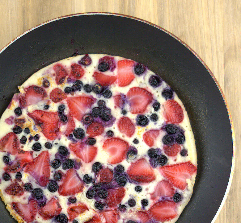 Close up picture of Yeast Pancake with Fruit