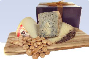Picture of gift box with spanish cheese
